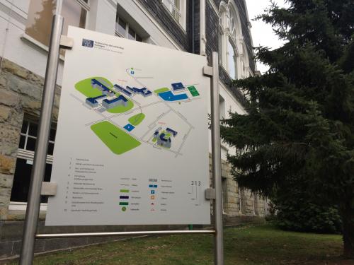 Seit Beginn des Schuljahres hat auch die Blumenstraße einen Lageplan. Der Plan entstand in einem Schülerprojekt.