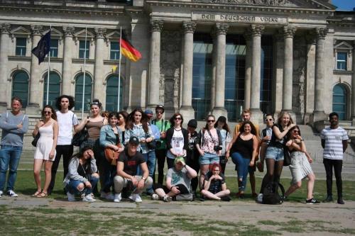 Gestaltungstechnische Assistenten vor dem Bundestag