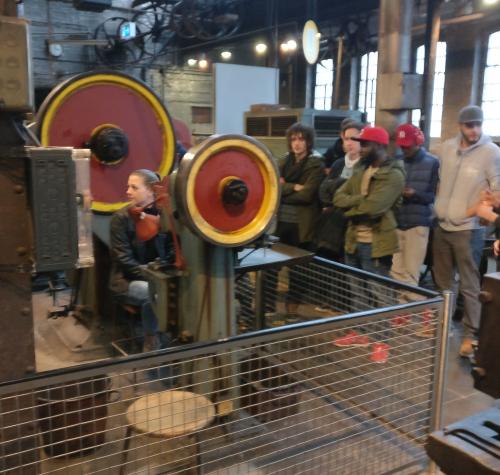 Lernort Fabrik! Die Klasse MMB M in der historischen Gesenkschmiede Henrichs in Solingen