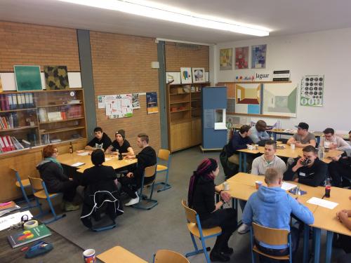 Universität meets Berufsschule: Der Workshop Mess- und Prüftechnik findet an zwei Tagen und zwei verschiedenen Orten statt.