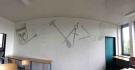 Die Wandgestaltung ziert die Rückwand des Raumes 233.