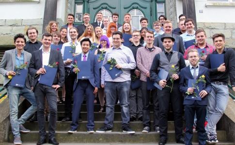 Der Abschlussjahrgang 2016 der Technischen Assistentinnen und Assistenten des TBK Solingens